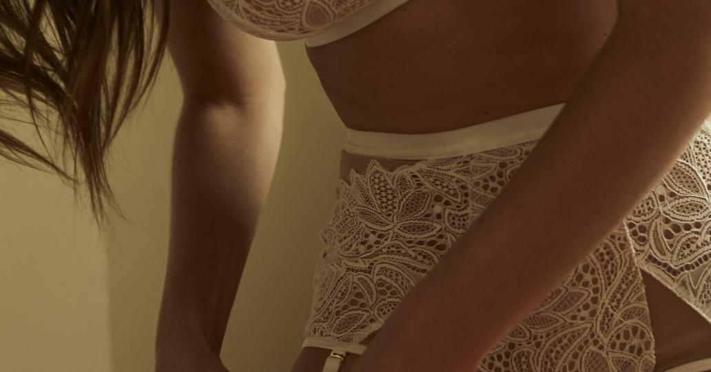 Maripier Morin agrandit sa collection de lingerie avec un nouvel ensemble romantique (PHOTOS)