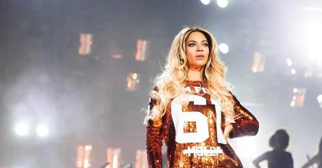 Not So #FLAWLESS?: Beyoncé Has a One-Legged Cobra Skin Jumpsuit
