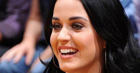 Katy Perry hides under table to avoid Russell Brand