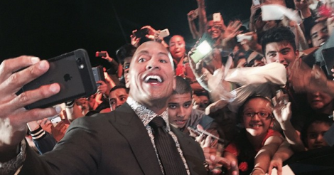 The Rock sets Guinness World Record for most selfies taken in 3 minutes [VIDEO]