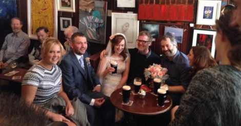 See Amy Schumer, Judd Apatow crash an Irish wedding [VIDEO]
