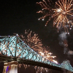 15 photos du spectacle inaugural de l'illumination du pont Jacques-Cartier