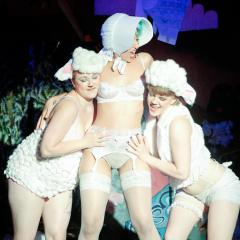 The Little Beau Peep Show: un spectacle burlesque satirique qui en met plein la vue