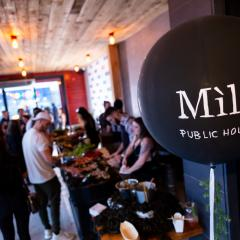 Immenses cocktails et bar à fruits de mer pour l'ouverture du Mile Public House à Laval (PHOTOS) 505294
