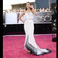 There's a rip in the space/time continuum and it seems to be at the bottom of Zoe Saldana's Prabal Gurung Oscar dress.