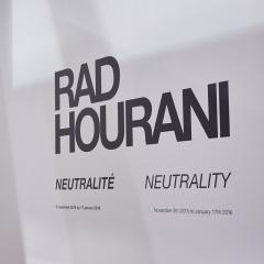 Du beau monde au vernissage de Neutrality, l'exposition de Rad Hourani à l'Arsenal