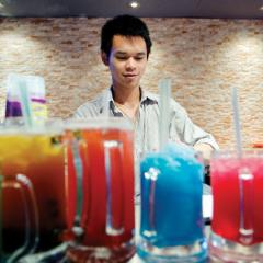 Vie de quartier: smells like teen slush at L2 Lounge